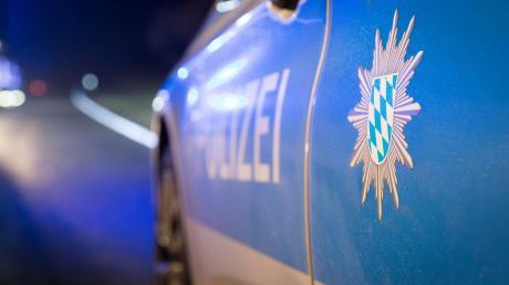 Die Polizei sacht nach Unbekannten, die sich am Wochenende unerlaubt Zutritt zu Baustellen-Fahrzeugen im Nördlinger Stadtteil Baldingen verschafft haben. (Symbolbild)