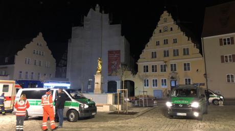 Kein Licht in Wemding: Nach dem Stromausfall waren Polizei und Rettungskräfte in der Nacht von Mittwoch auf Donnerstag im Einsatz. Grund für das Feuer war ein Brand in einem Trafohaus.