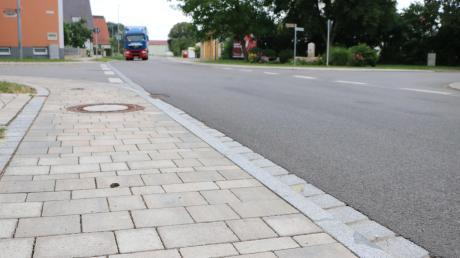 In Wechingen wurde die Ortsdurchfahrt ausgebaut, die Anwohner leisteten Vorauszahlungen für ihre Straßenausbaubeiträge. Die wurden kurz danach abgeschafft. Der Freistaat hat jetzt für solche Fälle einen Härtefonds eingerichtet. Die Bürger sind dennoch unzufrieden.