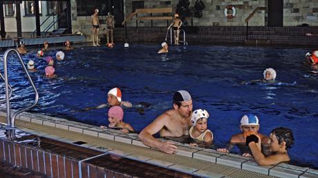 Im Mönchsdegginger Almarin lernten viele Kinder schwimmen, Erwachsene zogen dort ihre Bahnen. Wie es jetzt weitergeht, ist noch unklar. Der Alerheimer Rat hat entschieden, nicht am vorbereitenden Arbeitskreis für einen Zweckverband teilzunehmen.