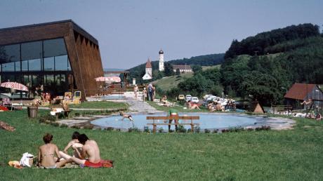 Draußen in der Sonne liegen, drinnen schwimmen: das Almarin auf einer älteren Aufnahme.