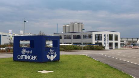 Die Oettinger Brauerei geht eine Partnerschaft mit einer amerikanischen Brauereigruppe ein. Künftig vertreibt sie vier neue Biersorten in Deutschland.