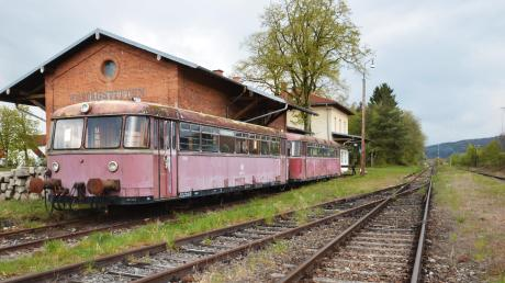 Ein altes Zug-Modell auf der Strecke der Hesselbergbahn. (Archivfoto)