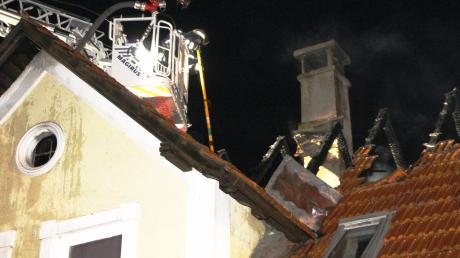 In Mönchsdeggingen hat in der Nacht von Dienstag auf Mittwoch ein Dachstuhl gebrannt.