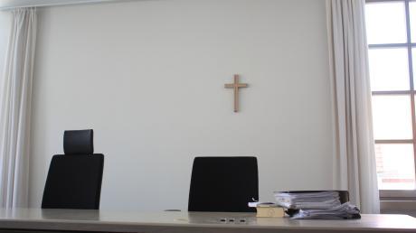 Zum 39. Mal wurde ein 68-jähriger Querulant vor Gericht verurteilt. Er forderte unter anderem, das Kreuz im Saal abhängen zu lassen.