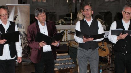 """""""Khwaerthon–AB"""" spielten und sangen in der Oettinger Sankt-Jakobskirche."""