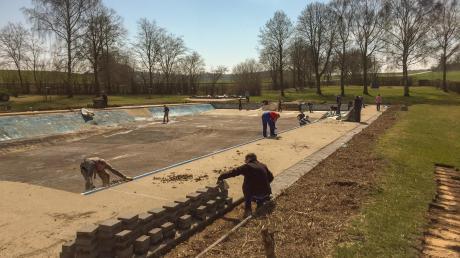 Seit mehreren Wochen findet der Rückbau des Kösinger Freibades statt. (Archivfoto)