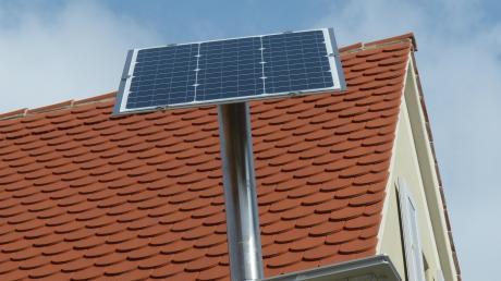 Eine Solarleuchte in der Nördlinger Henkergasse.