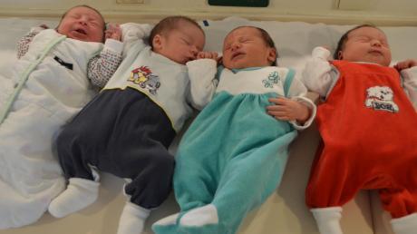 Damit auch künftig in Nördlingen Babys auf die Welt kommen können, soll am Krankenhaus eine Hauptabteilung entstehen. Chefarzt soll Kiriakos Savvidis werden. Unser Bild zeigt die Neugeborenen (von links) Ella, Sebastian, Paula Dorothea und Romina Seraphine.