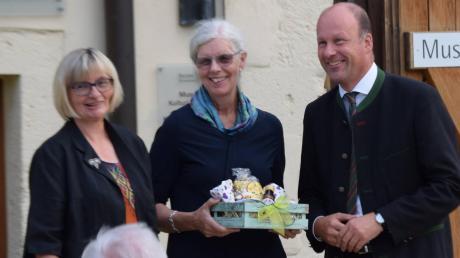 Im Museum Kulturland Ries in Maihingen wurde die Eröffnung der neuen Ausstellung gefeiert (von links): Dr. Ruth Kilian, Dr. Birgit Angerer und Bezirkstagspräsident Martin Sailer.
