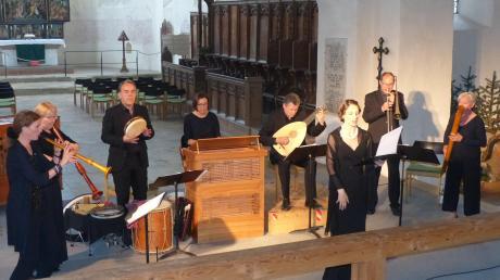"""Den Spruch von Leonardo da Vinci """"Die ganze Welt ist Fantasie"""" verwandelte das Ensemble """"Capella de la Torre"""" in der Klosterkirche St. Maria Auhausen in Musik aus der Renaissance."""