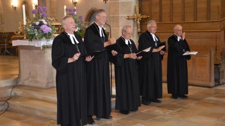 Den Segen erteilten (von links) die Dekane Gerhard Wolfermann (Nördlingen), Hanns-Gerhard Gross (Rothenburg), Hans Stiegler (Ansbach), Hermann Rummel (Wassertrüdingen) und Wolfgang Popp (Pappenheim).