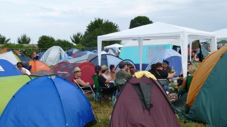 Camping beim Kraterbeben: Die Veranstalter hoffen, dass die Besucher in diesem Jahr so wenig Müll wie möglich hinterlassen. Andere Festival-Besucher machen das bereits vor.