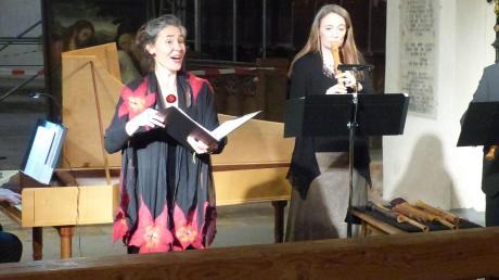 """""""O quam pulchra es!"""" (O, wie bist du schön), diesen Ausdruck der Verehrung stellte das """"Ensemble Marescotti"""" in den Mittelpunkt seines Konzertes in der Klosterkirche Auhausen in der Reihe der """"Musica Ahuse"""". Um diese Worte des Hohen Lieds Salomos kreisten die Texte und die frühbarocke Musik und damit offenbarten die exzellenten Musiker die zahlreichen biblischen Bezüge zur Erotik. Das Bild zeigt (von links) Volker Jänig (Cembalo), Uta Singer (Sopran), Katrin Krauß-Brandi (Blockflöte) und Hartmut Ledeboer (Blockflöten)."""