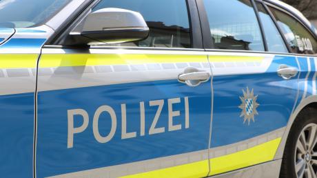 In Bellenberg hat ein Unbekannter einen Balkon mit Eiern beworfen.
