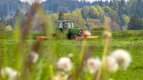 In Fremdingen ist ein Kind aus einem Traktor gefallen. (Symbolbild)