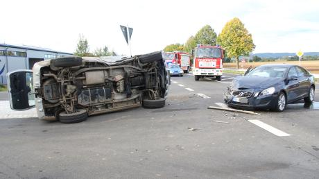 Zwei Autos sind auf der B29 bei Baldingen zusammengestoßen.