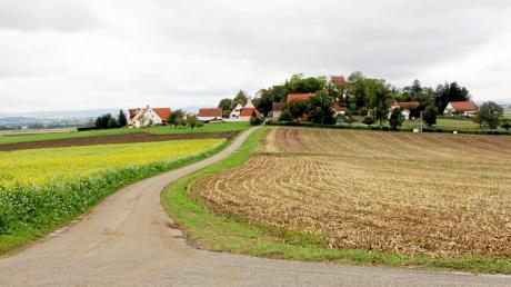 Für die Straße zum Alerheimer Schloss muss bei der Bundeswehr eine Leitungsgenehmigung erteilt werden. Die Kommunikation gestaltet sich offenbar schwierig – in die Sache will einfach keine Bewegung kommen.