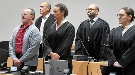 Ein 55 Jahre alter Mann aus dem Ries (links) muss sich seit gestern vor dem Augsburger Landgericht verantworten. Ihm wird vorgeworfen, seine Ehefrau aus Habgier ermordet zu haben. Der Landwirt bestreitet dies.