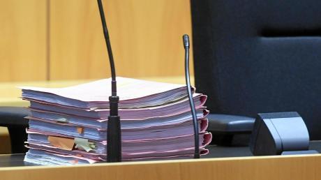 Die Ermittlungsakten sind beim Verfahren vor dem Augsburger Landgericht umfangreich.