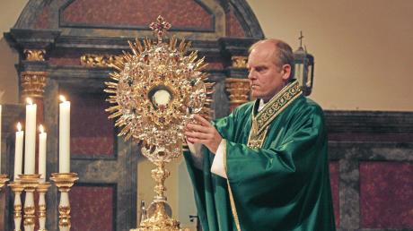 Weihbischof Florian Wörner attackiert Söders Regierung scharf.