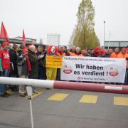 Bei einer Aktion der Gewerkschaft IG Metall  im November 2019 versammelten sich in Oettingen etwa 100 Personen, um auf die Tarifverhandlungen aufmerksam zu machen.  Am  19. Oktober ist wieder eine Streikaktion geplant. (Archivfoto)
