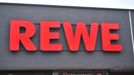 In Nördlingen gibt es derzeit Gerüchte, dass ein Rewe-Supermarkt in der Stadt eröffnen will. Das Unternehmen wollte das nicht kommentieren.