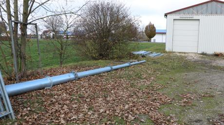 Demnächst soll der dritte Mobilfunkmast der Gemeinde Deiningen auf einem Hallendach vor dem Cowabanga errichtet werden. Der Mast ist bereits da, allerdings noch nicht errichtet.