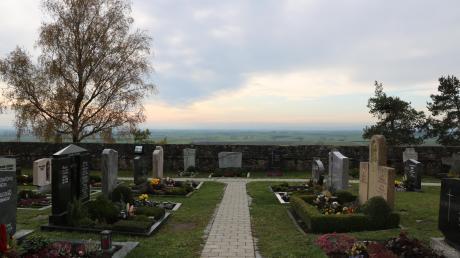 Vom Ehinger Friedhof aus können Besucher einen Großteil des Rieses überblicken – sofern es das Wetter zulässt.