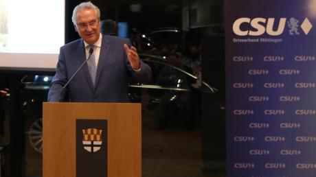 Joachim Herrmann besuchte den CSU-Ortsverband in Möttingen. Er sagte, dass für die Mobilität auf dem Land auch in Zukunft Autos wichtig seien.