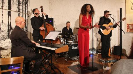 Begeisterten das Publikum im Konzertstadl (von links): Jan Eschke, Harald Scharf, Stephan Staudt, Norisha Campbell und Michael Vochezer.