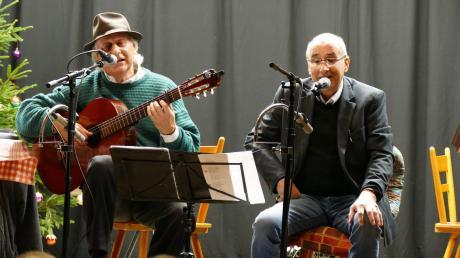 Reiner Panitz (links) und Dietmar Panitz unterhielten das Publikum in Mönchsdeggingen mit ihren Texten.