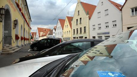 Noch reicht die Parkscheibe. Doch es gibt Bewerber für die Nachfolge von Oberbürgermeister Hermann Faul, die sich für flächendeckende Parkgebühren in der Nördlinger Altstadt aussprechen.