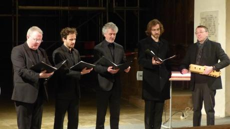 """Das Ensemble """"Ordo Virtutum"""" trat in der Klosterkirche Auhausen auf und sang geistliche Musik von Benediktiner- und Zisterzienserklöstern. Durch den spirituellen Ausdruck des einstimmigen Mönchsgesangs sollte die Mystik der weihnachtlichen Botschaft ausgedrückt werden."""