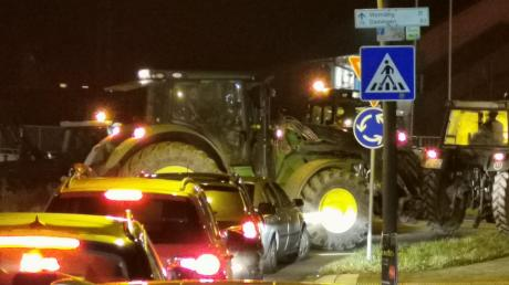 Kein Durchkommen war am Mittwochabend am Kreisverkehr an der Wemdinger Unterführung.