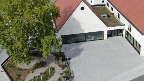 Das neue Dorfzentrum in Möttingen kostet rund sieben Millionen Euro. Finanziell übernommen habe sich die Gemeinde damit nicht, betont Bürgermeister Erwin Seiler.