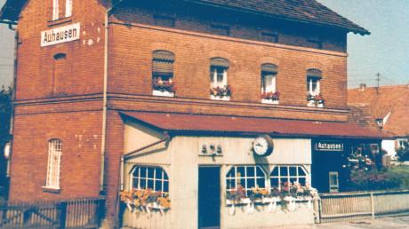 Das markante Bahnhofsgebäude von Auhausen, das von 1900 bis 1981 präsent war.