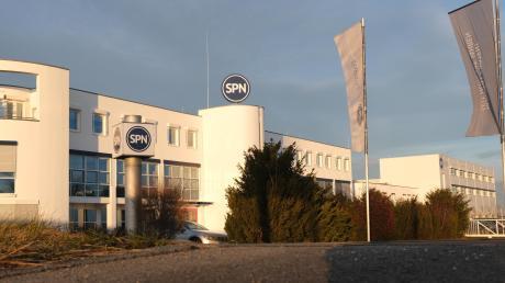 Die Nördlinger Firma SPN hat Kurzarbeit angemeldet. Seit dem 7. Januar gilt diese und ist für ein halbes Jahr angesetzt. Im Oktober hat man angefangen, die Überstunden im Unternehmen abzubauen, um sich darauf vorzubereiten.