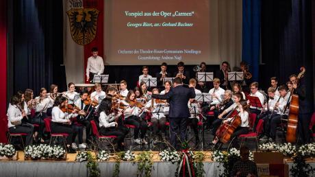 Die Stadt Nördlingen hat am Sonntag ihren Neujahrsempfang im Klösterle gegeben. Das Orchester des Theodor-Heuss-Gymnasiums spielte auf. Den Abschluss bildeten die Bayern- und die Nationalhymne, die die Gäste jeweils mitsangen.