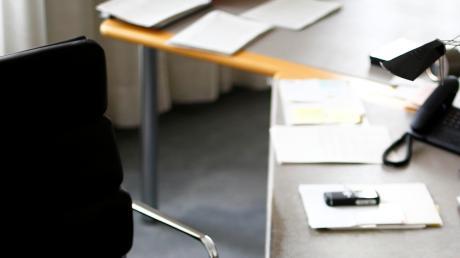 An einem ordentlichen Schreibtisch lässt sich besser arbeiten, so die Barmer.