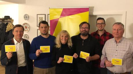 Im künftigen Nördlingen Stadtrat will auch die FDP vertreten sein. Das Bild zeigt einen Teil der Bewerber. Von links: Mark Tanner, Robert Fenis, Claudia Koch, Frank Hahlbohm, Patrick Senft und Winfried Zittrell.