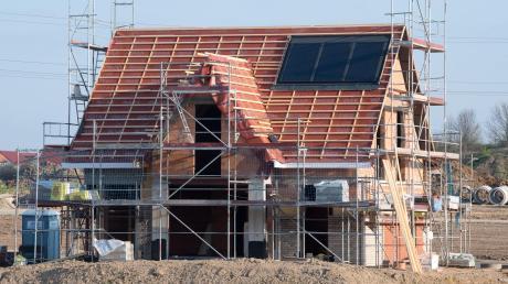In Löpsingen, Kleinerdlingen und in Nähermemmingen sollen in diesem und im nächsten Jahr neue Bauplätze erschlossen werden. Derzeit stehen auch in Dürrenzimmern, Grosselfingen, Löpsingen und Pfäfflingen noch Bauplätze zur Verfügung.