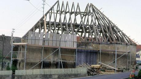 Auch für gemeindliche Gebäude hatte der Bürgermeister zu sorgen, wie beispielsweise in Heroldingen Bürgermeister Heinrich Stegner 1978 für die Renovierung des Zehntstadels.