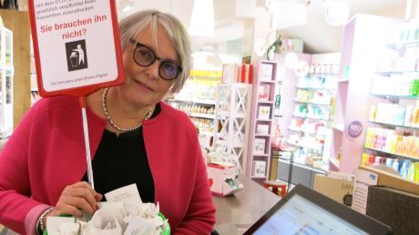 Astrid Grunert, Inhaberin des Reformhauses, hat Anfang des Jahres am Ausgang ihres Geschäfts einen Abfalleimer für die nicht benötigten Bons der Kunden aufgestellt.