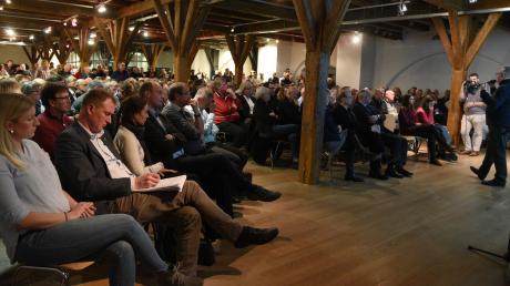 Alle Plätze waren belegt, viele Besucher mussten stehen: Die Bürgerinformationsveranstaltung in der Alten Schranne zum geplanten Egerviertel stieß auf großes Interesse. Zahlreiche Nördlinger kritisierten die Planungen.
