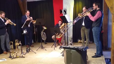 v.l.n.r.: Armin Bestelmeyer (Trompete, Flügelhorn), Johannes Kraus (tiefes Blech) Frank Prechter (Bass Tuba) Alexander Schöniger (Posaune) Stefan Schneider (Trompete, Gesang). Foto: Christoph Eigenrauch