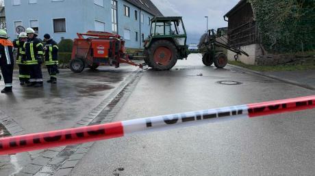 In Wieseth im benachbarten Landkreis Ansbach ist ein 24-Jähriger erst auf seine Eltern, dann auf die Polizei losgegangen. Die Beamten schossen auf den jungen Mann