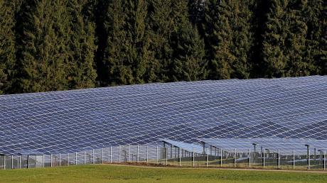 Ein Landwirt will bei Ederheim und Hürnheim einen nicht zusammenhängen Park mit insgesamt 25000 Photovoltaikmodulen bauen.
