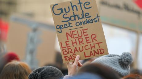 Bayernweit protestieren Lehrer gegen die Bildungspolitik der Staatsregierung. Auch bei einem Aktionstag in Löpsingen kritisieren Beamte ein Maßnahmenpaket, das kürzlich verabschiedet wurde. Sie schildern bedenkliche Zustände an Schulen.
