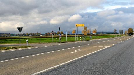 Die Kreuzung der Bundesstraße 25 auf Höhe Grosselfingen soll nicht ausgebaut werden. Das kritisieren einige Gemeinderäte in Möttingen.